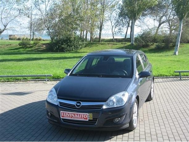 Opel Astra 1.9 CDTi Cosmo (IUC ANTIGO)