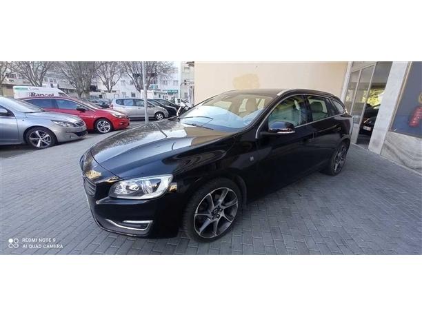 Volvo V60 2.0 D3 R-Design Momentum (150cv) (5p)