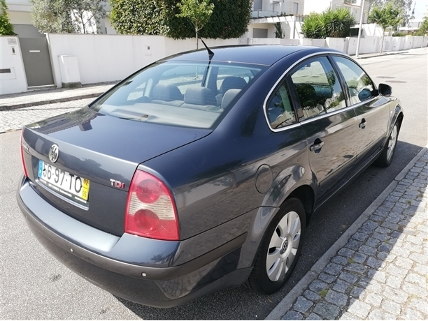 Volkswagen Passat 1.9 TDi Confortline (130cv) (4p)